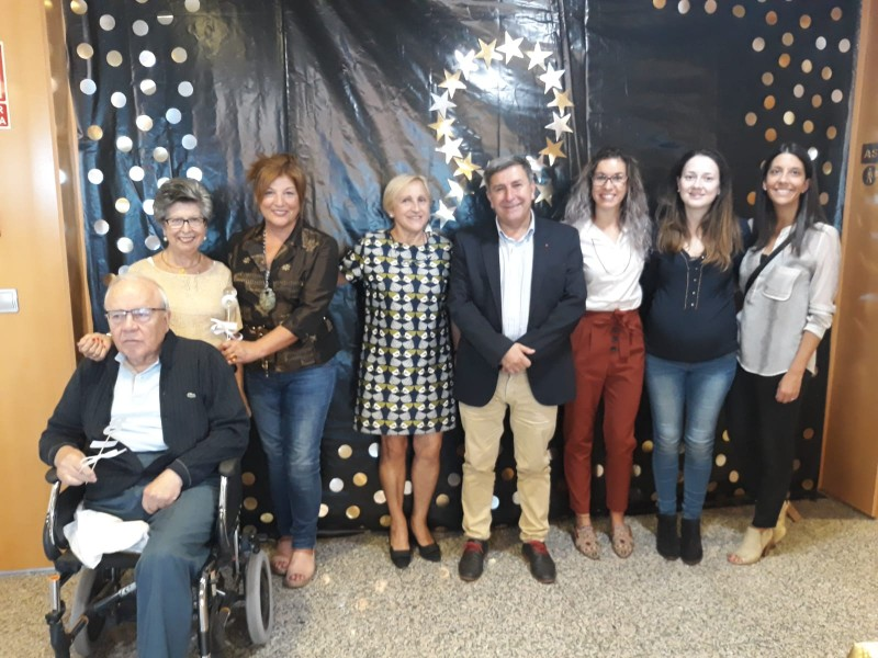 O Centro de Día Alzhéimer de Ribeira festexa os seus oito anos cunha fermosa festa